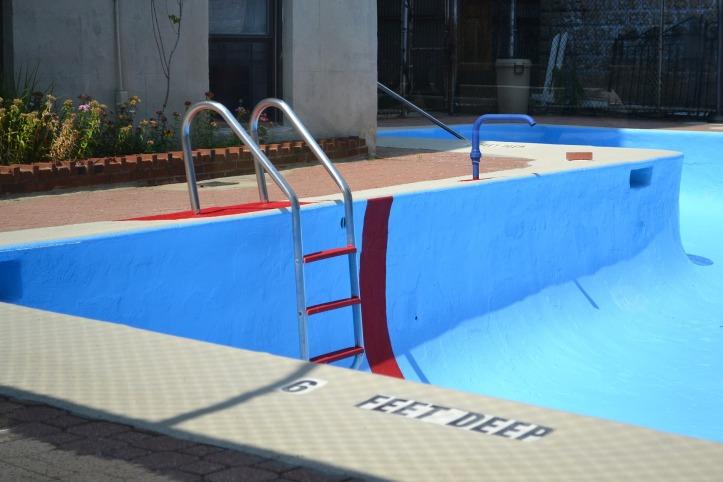 pool-2729085_1920